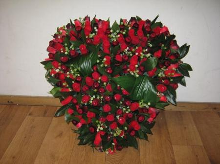 Hartvormig grafstuk rood/zwart