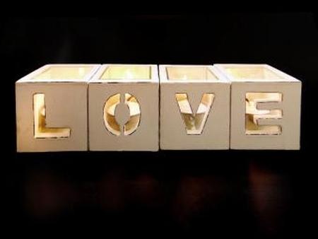 Waxh.set=4 Love White