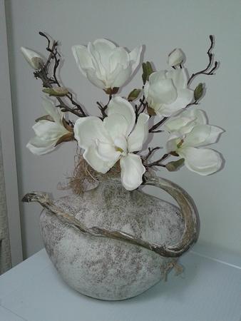 Vaas met magnolia bloem (Voorbeeld)
