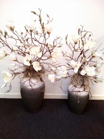 Magnolia takken op vaas van de klant mogen maken Voorbeeld