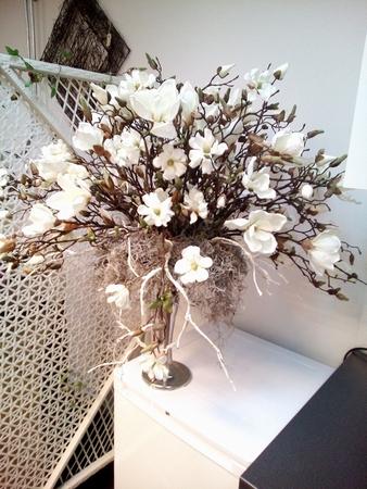 Pot van de klant opgemaakt met verschillende magnolia