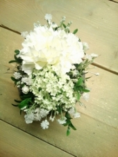 grafstukje met zijdebloemen